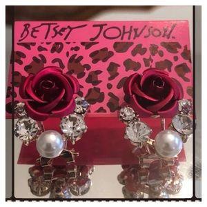 🆕🌺Betsey Johnson Rose Cluster Earrings